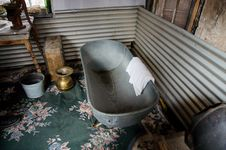 Free Antique Bath Tub Royalty Free Stock Photo - 34410415