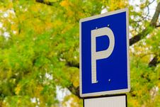 Free Road Sign Parking On A Yellow Foliage Background In The Park Royalty Free Stock Images - 34472589