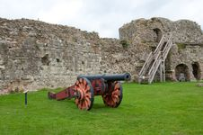 Free Cannon And Castle Stock Photography - 34474962