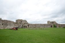 Free Grounds Of The Castle Stock Photo - 34475080