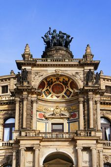 Free Opera House Dresden Stock Photo - 34481900