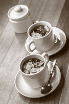 Free Cups Of Coca Tea On Wooden Table Royalty Free Stock Photos - 34485358