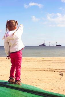 Free Kid On The Beach. Royalty Free Stock Photos - 34529058