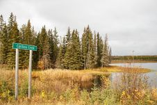 Free A Caribou Creek Sign In Front Of Trees Stock Photography - 34578812