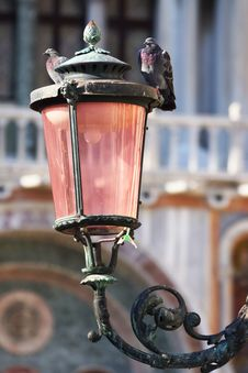 Free Pigeons On The Lamp On The Piazza San Marco, Venice, Italy Royalty Free Stock Photos - 34580778