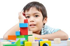 Free Little Boy Play Block Royalty Free Stock Photo - 34590175