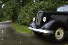 Free The Old Car In The Park Royalty Free Stock Photos - 3460348