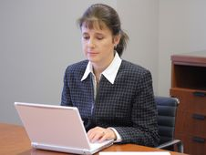 Free Business Woman In An Office Royalty Free Stock Photos - 3465378