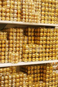 Free Golden Christmas Ball Backdgro Stock Photography - 3468262