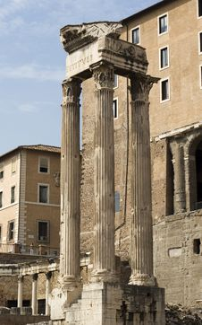 Free Old Temple Column In Rome Stock Images - 3469774