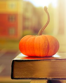 Free Book And Pumpkin Royalty Free Stock Images - 34606859