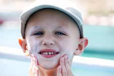 Free Child Sunblock Royalty Free Stock Photos - 34626588