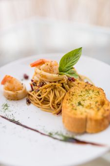 Free Prawn Fried Spaghetti Royalty Free Stock Photos - 34632018