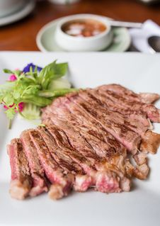 Free Beef Sliced Steak Grilled Stock Photography - 34632302