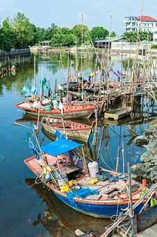 Free Fishing Village Royalty Free Stock Photos - 34632638