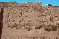 Free Egyptian Hieroglyphs On The Wall Of Karnak Temple Royalty Free Stock Images - 34638079