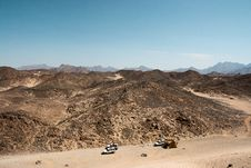 Free Three Cars In The Desert Of Africa Royalty Free Stock Image - 34638296