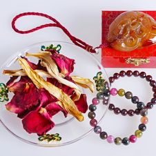Free Agate Bracelet With Dried Flowers Stock Photo - 34640190