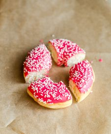 Free Sliced Donut Royalty Free Stock Photography - 34652407
