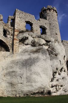 Free Castle Ruins In Ogrodziencu Royalty Free Stock Images - 34658939