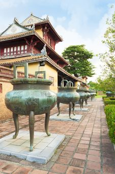 Free Dynasty Dings  Or Urns In Imperial City Of Hue Stock Photo - 34664910