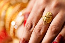 Free Decorative Hand Of Bride Royalty Free Stock Photo - 34680325