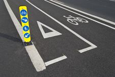 Free Bicycle Lane And Pedestrian Road Sign Royalty Free Stock Photography - 34683517