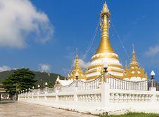 Free Thailand Gold Stupa Pagoda Stock Photo - 34692580