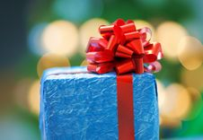 Free Blue Gift With A Red Ribbon Stock Photography - 34693332