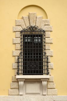 Free Window In Verona Stock Photo - 34698100