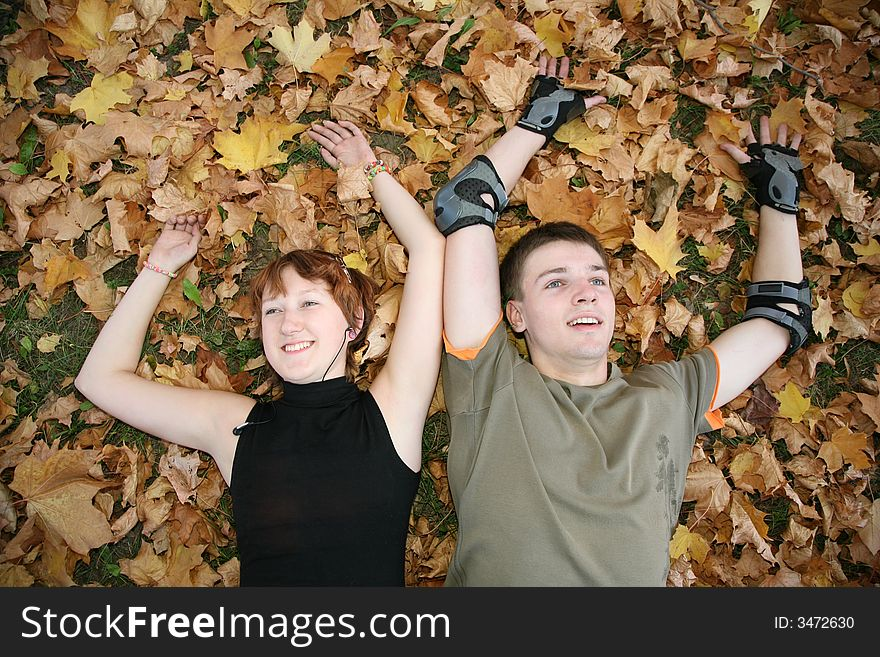 Young  couple lies in leaves