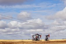 Free Two Oil Drills On Farmland Royalty Free Stock Photo - 34710945