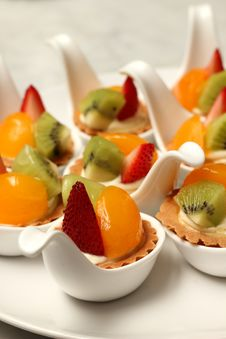Free Delicious Fruit Tart Witth Peach And Strawberries Stock Photo - 34718890