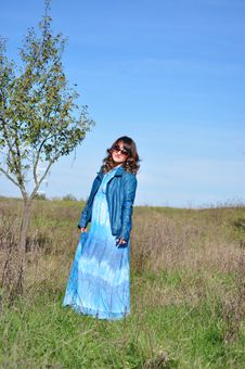 Free Smiling Woman In Woodland Portrait Royalty Free Stock Images - 34769309