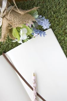 Free Blank Paper Page With Bouquet Royalty Free Stock Photos - 34782428