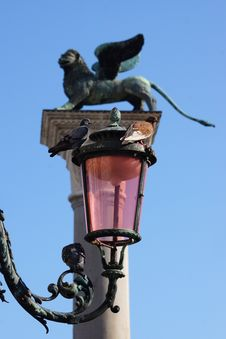 Free Lantern And Lion On The Piazza San Marco, Italy Royalty Free Stock Photo - 34796325