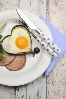 Free Ham With Heart Shape Egg Cooked Breakfast - Vertical Royalty Free Stock Images - 34798859