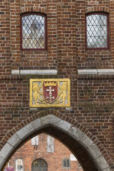 Free The Historic Coat Of Arms On The Building Royalty Free Stock Photos - 34801928