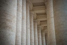 Free Colonnade On Sr.Peter Square. Rome. Royalty Free Stock Photography - 34821227