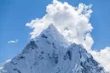 Free Mountain Peak, Mount Ama Dablam Stock Photography - 34853222