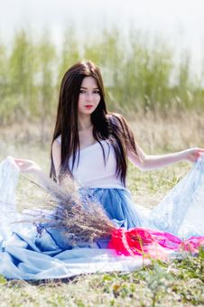 Free Young Beautiful Girl Sitting In Field Stock Images - 34874784