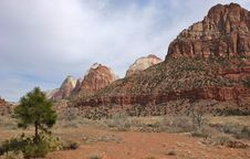 Free Zion National Park Landscape Royalty Free Stock Photo - 34912985