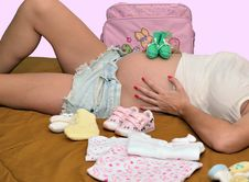 Free Pregnant Mom, Baby Clothes Stock Photos - 34913033