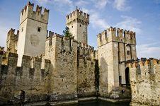 Free Castle In Italy - Sirmione, Lago Di Garda Stock Photos - 34917003