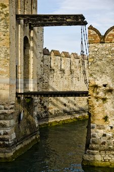 Free Castle In Italy - Sirmione, Lago Di Garda Royalty Free Stock Photos - 34917018