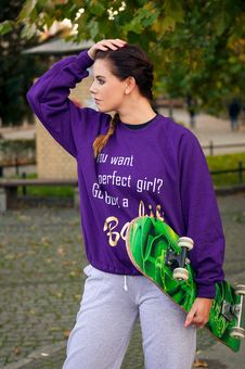 Free Beautiful Fashion Woman In The City With Skateboard Royalty Free Stock Images - 34936409