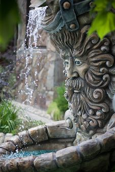 Free Fountain In Shape Of Zeus Head Royalty Free Stock Image - 34939576