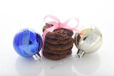 Free Chocolate Cookies & Christmas Balls Royalty Free Stock Photo - 34940405