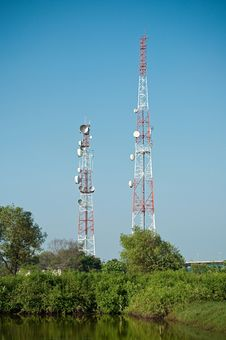 Free Microwave Transmission Tower 02 Royalty Free Stock Photo - 34946565