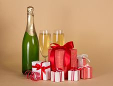 Free Bottle And Wine Glasses With Small Gift Boxes Stock Images - 34977964